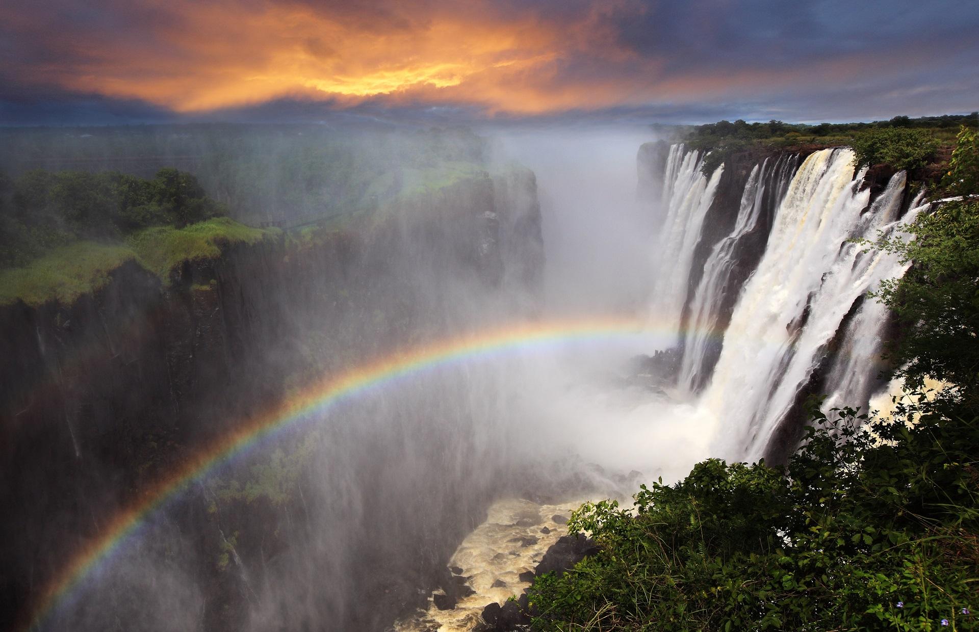 Zambia Victoria Falls_129335261