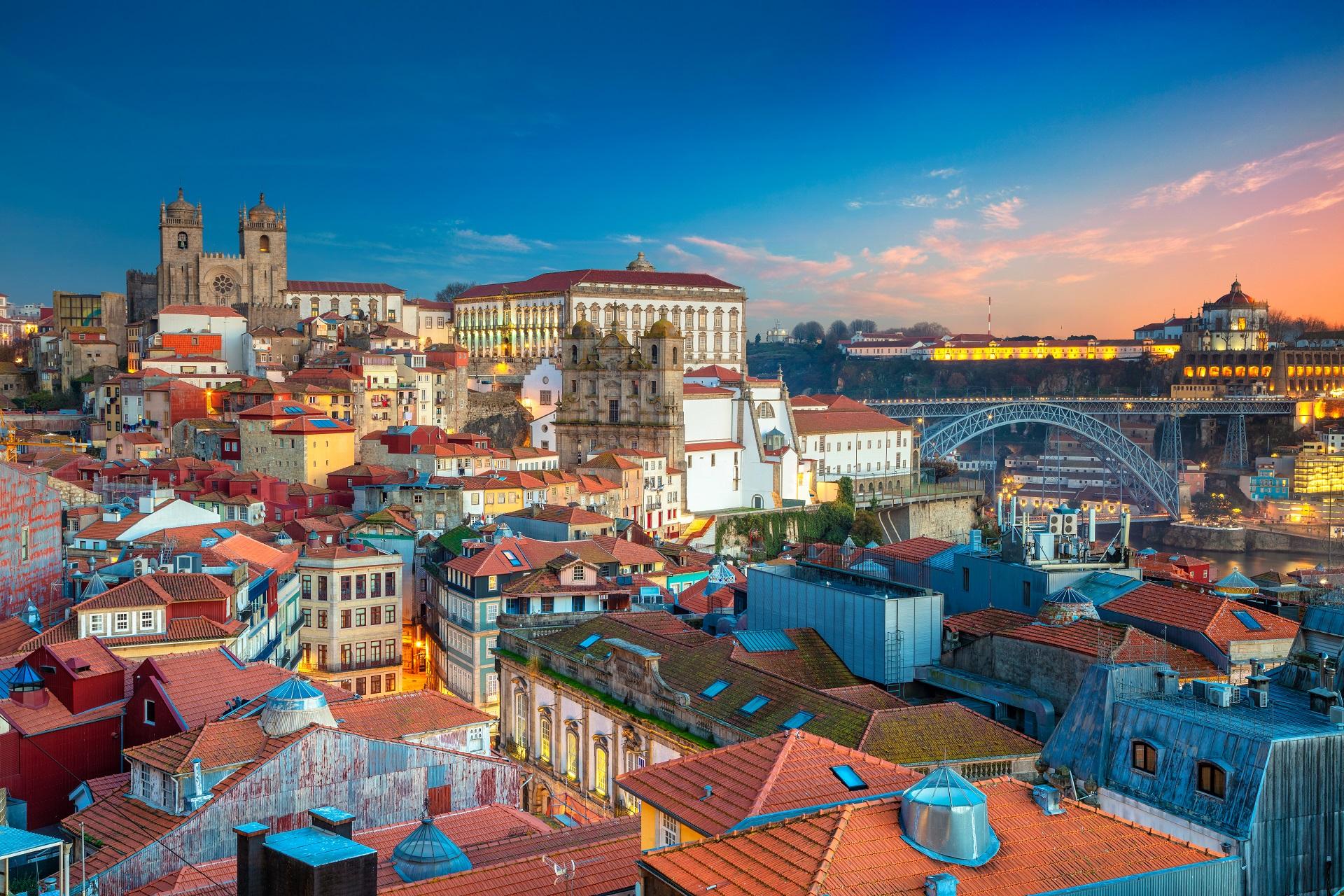 Cityscape of Porto, Portugal_1254261817