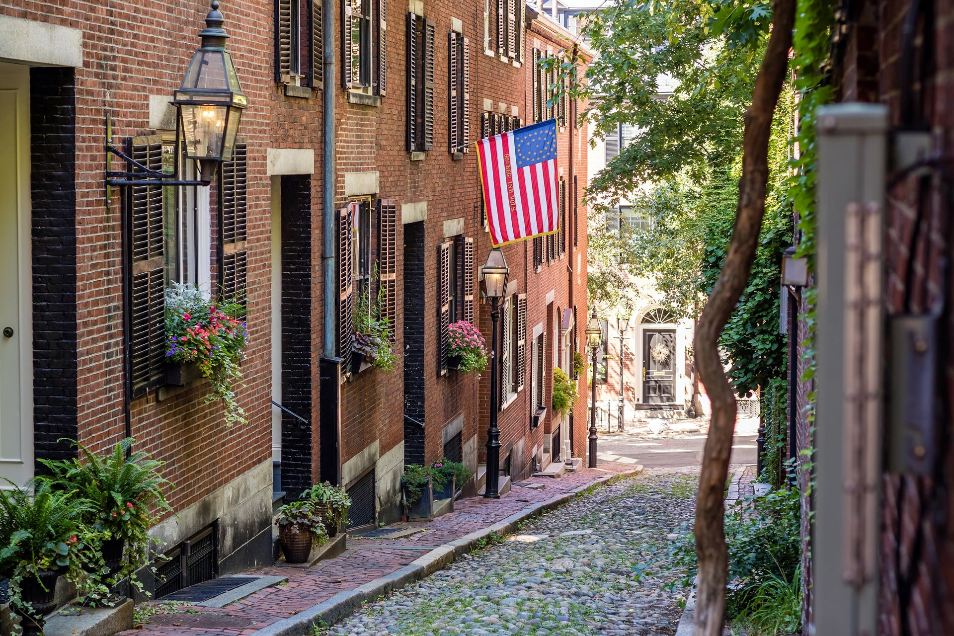 Acorn-Street-Boston-MA-USA